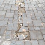 破損した道の写真